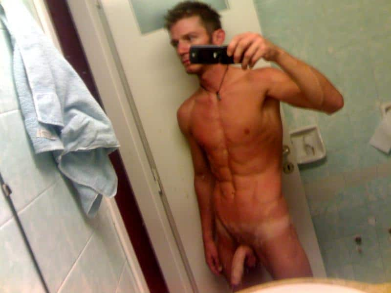 Muscle Teen Boy Taking Nude Pictures